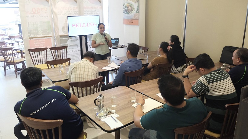 Voice Care Queen conducts workshop on public speaking