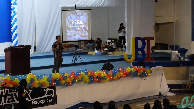 Filipino motivational speaker talks about marketing for the global citizen