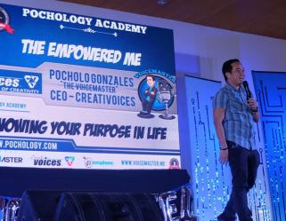 The VoiceMaster speaks to HR students about knowing your life purpose