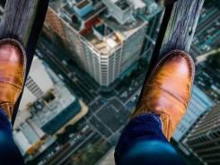 Persona sobre edificio - superar miedos