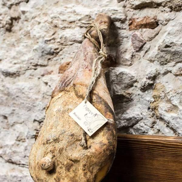 Prosciutto crudo of Cinta Senese's Meat