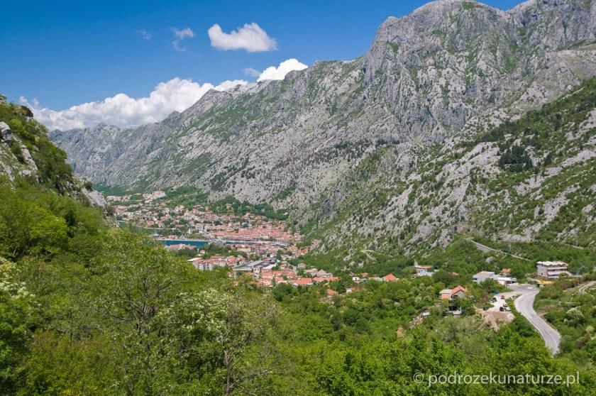 Wznoszenie zacząć czas - panorama Kotoru