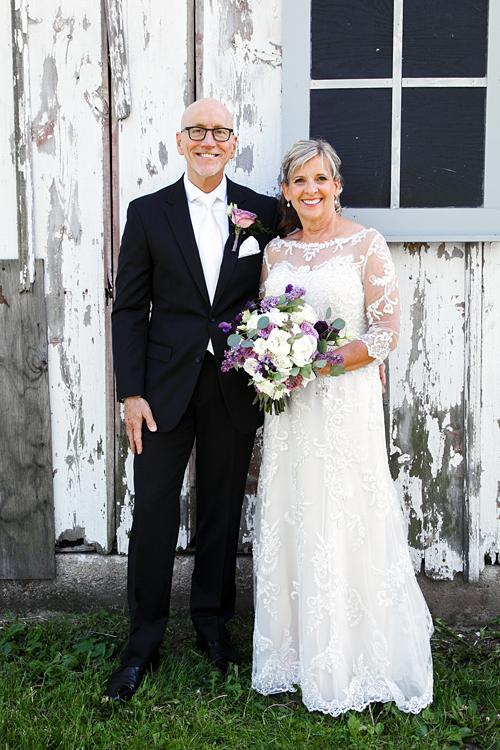 Illinois Barn Wedding Photos by Poe Photography