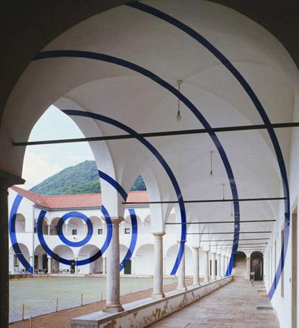 2004-archi-e-corone-(Monte-Carasso-Switzerland)-Felice-Varini