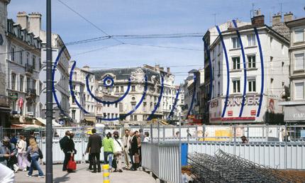 2005-Entre-ciel-et-terre-(Saint-Etienne-France)-Felice-Varini