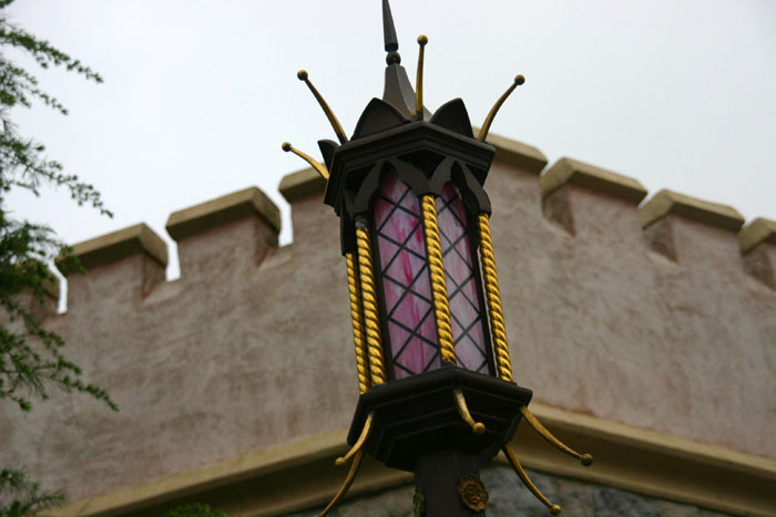 A Post Lamp DisneyLand Park 19 Aug 2011 (Photo by Gil Dekel) (13)