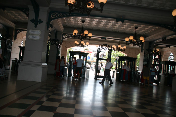 Entrance Ticket Hall DisneyLand Park 18 Aug 2011 (Photo by Gil Dekel) (92)