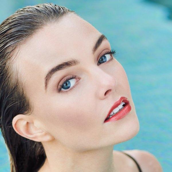 BeautyLash_Model_NoMakeUp_PoolRedLips