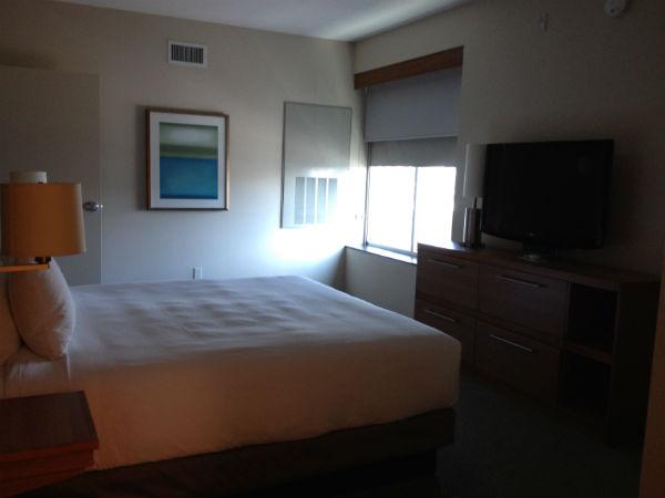 Review Hyatt Place LAX Boardroom Suite - Master Bedroom