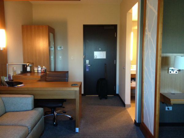 Hyatt Place LAX King Room Desk