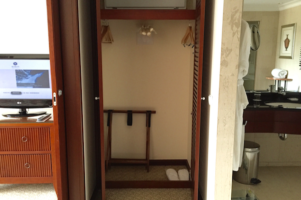 Suite Closet Hyatt Regency Thessaloniki