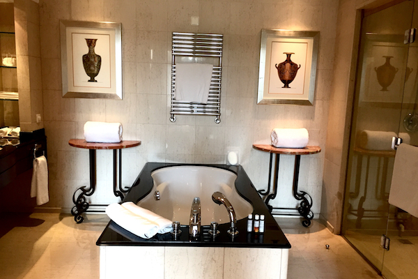 Hyatt Regency Thessaloniki Suite Bathroom