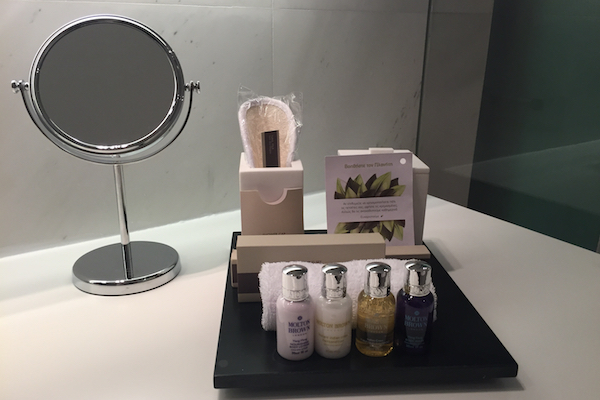 Bathroom Amenities Met Hotel Thessaloniki Business Suite