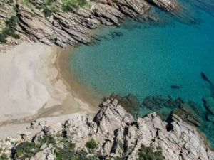 Roussos beach | Ios Beaches | Ios Greece | Best beaches in Greece | Manganari beach Ios | Ios Mylopotas beach | Yialos Beach | Koumbara Beach
