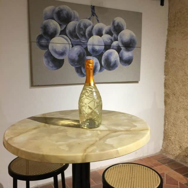 Come along with to explore a tiny Island in the middle of Rome: Tiber Island, Italy and the only private apartment on the island.