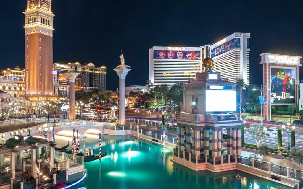 48 hours in Vegas, two days in Vegas, weekend in Vegas, Las Vegas itinerary,How to spend 2 days in Las Vegas, The ultimate weekend in Las Vegas, #LasVegas #Nevada #Gambling