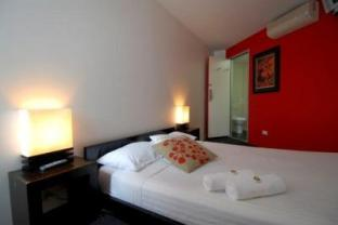 double bed hostel room with ensuite