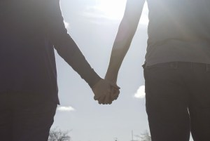 lovers_holding_hands