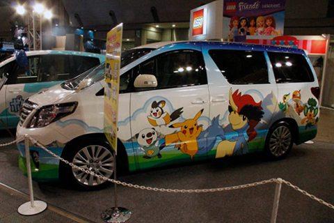 Raffigurante alcuni Pokémon di quinta generazione, questa automobile è stata esposta nel 2013.
