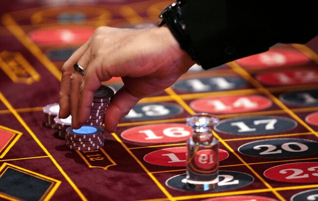 At Las Vegas you can pick roulette table $5 at