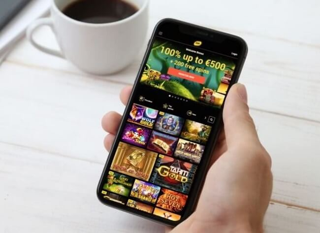 Playing Pokies on a mobile