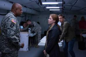 Colonel Weber (Forest Whitaker), Dr. Louise Banks (Amy Adams), Ian Donnelly (Jeremy Renner)