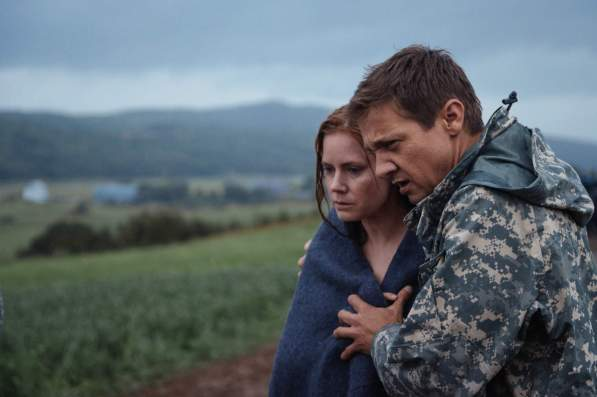 Dr. Louise Banks (Amy Adams), Ian Donnelly (Jeremy Renner)
