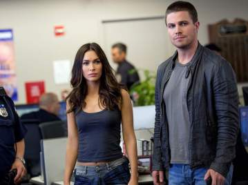 Szenen - April and Casey (Fox and Amell)
