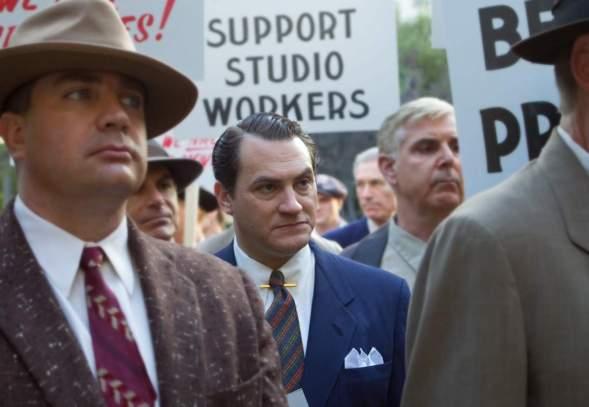 Trumbo - Szenen - 13 John Wayne (David James Elliott)