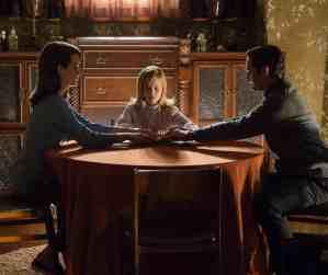 Alice (Elizabeth Reaser), Doris (Lulu Wilson), Tom Hogan (Henry Thomas)