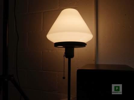 Die linke Lampe angeschaltet
