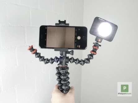 Das Stativ mit dem Manfrotto LED und dem Smartphone in Aktion