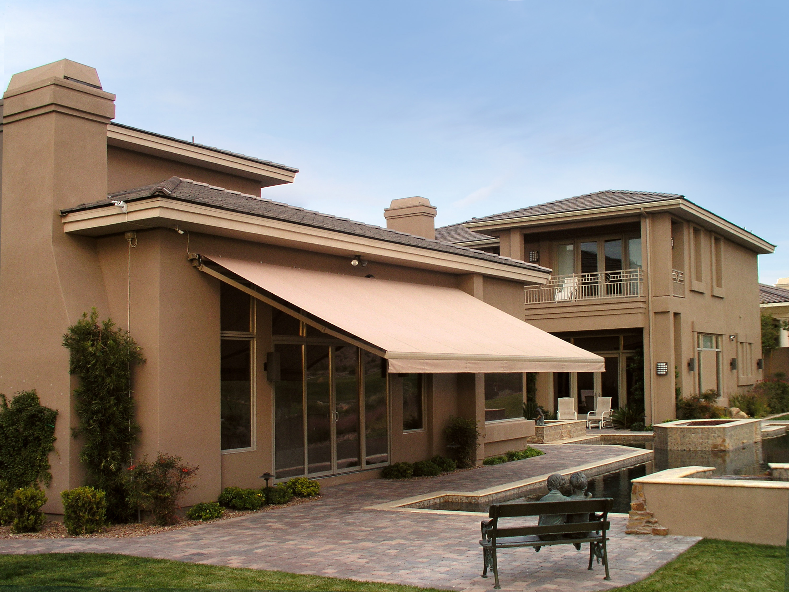 outdoor retractable awning