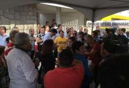 Presidente do PMDB não permite entrada e Manoel Júnior faz coletiva para anunciar apoio a Cássio na rua