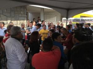 pmdb1 300x225 - Presidente do PMDB não permite entrada e Manoel Júnior faz coletiva para anunciar apoio a Cássio na rua