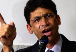Netinho acusa vereadores de 'falsidade ideológica' e diz que sai de cabeça erguida