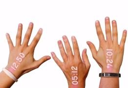 Marca cria relógio que projeta a hora na mão