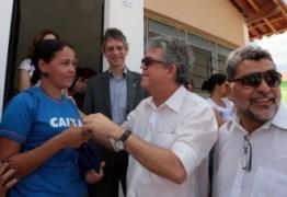 EM PATOS: Gov. Ricardo entrega casas e beneficia mais de 400 pessoas