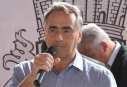 Cartaxo recebe professores e anuncia pagamento retroativo do reajuste de salário