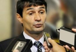 Romero alfineta Veneziano: 'Parece que está desocupado'