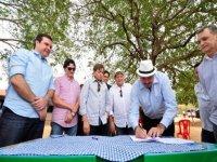 Comitiva da Frente Parlamentar da Água da ALPB visita obras da Transposição