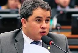Efraim Filho questiona Governo Federal por mais um reajuste no Gás de Cozinha