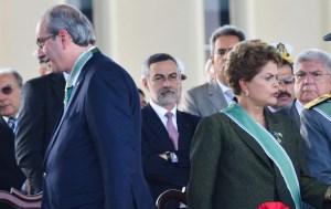 dilma cunha costas 300x189 - Cunha teria feito acordo para cassar Dilma em troca de imunidade