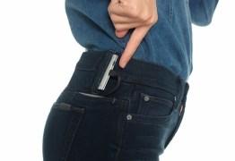 Calça jeans 'smart' promete recarregar seu iPhone em 'qualquer lugar'