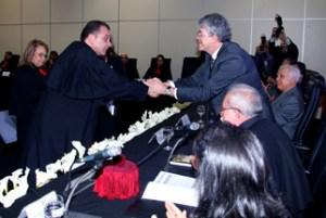 posse bertrand reduzida 14 1 300x201 - BERTRAND ASFORA TOMA POSSE: Efraim Morais leu o ato  e o governador Ricardo Coutinho empossou