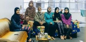 16set2015 familia siria chegou ao brasil ha 2 semanas eles ocupam predio em sp junto a outros sirios palestinos egipcios e uma marroquina 1442402100948 615x300 1 300x146 - Saga síria: o drama dos refugiados que vivem como sem-teto em SP