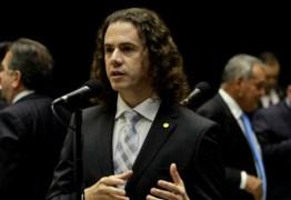 Veneziano confirma convite para mudar de partido, mas nega abandono do PMDB