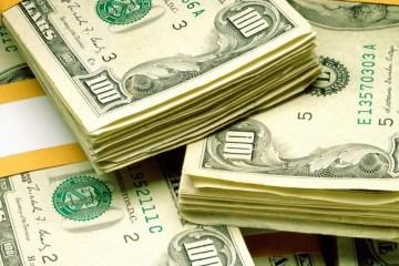 comprardolares - Após renovar recorde na véspera, dólar opera em alta e vai a R$ 4,38