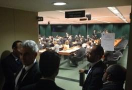 Levy e Barbosa tentam convencer parlamentares a aprovar a volta da CPMF em reunião fechada na Câmara