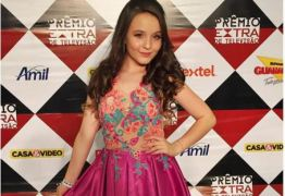 Larissa Manoela vai processar Fabíola Reipert por ter inventado que ela está grávida